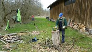 Aus Altholz wird Brennholz