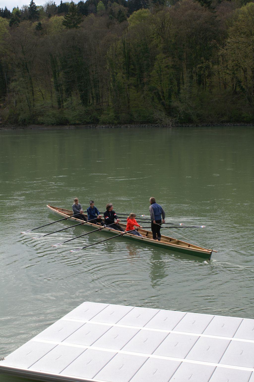 Das erste Mal im Boot - mit einem erfahrenen Trainer macht man schnell Fortschritte.